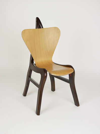 ArneXiang 2007 This fake Arne Jacobsen 3107 chair was found in in a large furniture showroom outside of Guangzhou