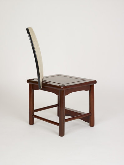 Chinoise Trouvé 2007 Found wooden chair elements This chair uses a copy of a Chinese antique stool as found in many shopping malls around the world