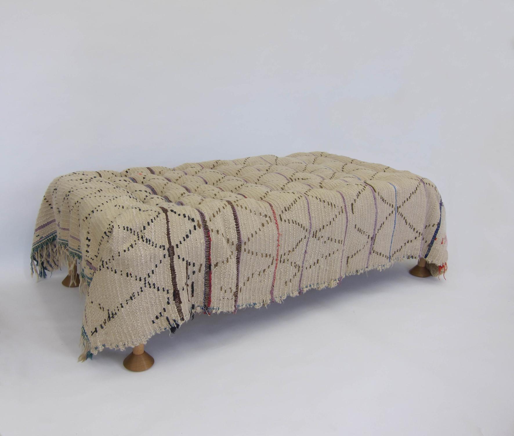 High Bed, Deep Buttoned, wood, mattress, rug, 60 x 100 x 19 cm
